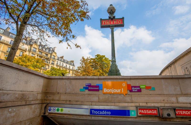 Widok stacja metra Trocadero w Paryż, Francja zdjęcia stock