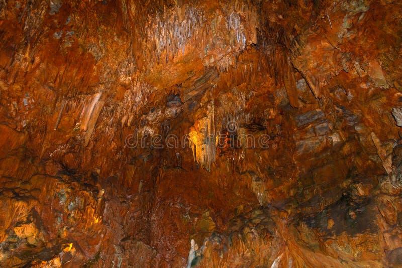 Widok stalagmity w Damlatas i soplenowie Zawala się Alania indyk zdjęcie royalty free