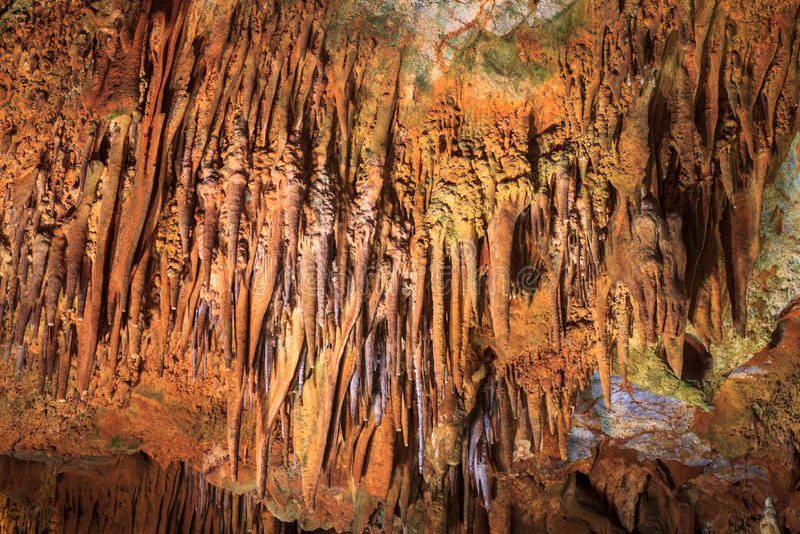 Widok stalagmity w Damlatas i soplenowie Zawala się Alania indyk obrazy stock