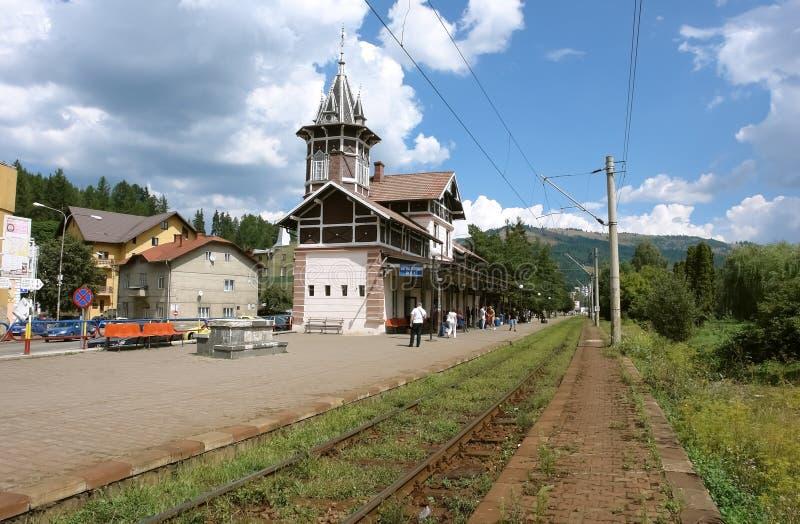 Widok stara Vatra Dornei Bai stacja kolejowa w Rumunia fotografia stock