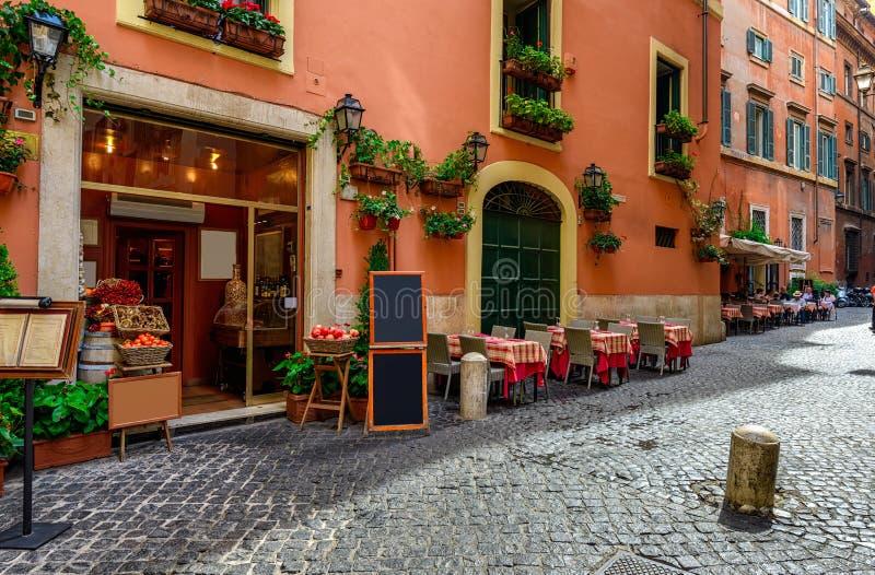 Widok stara wygodna ulica w Rzym zdjęcie stock