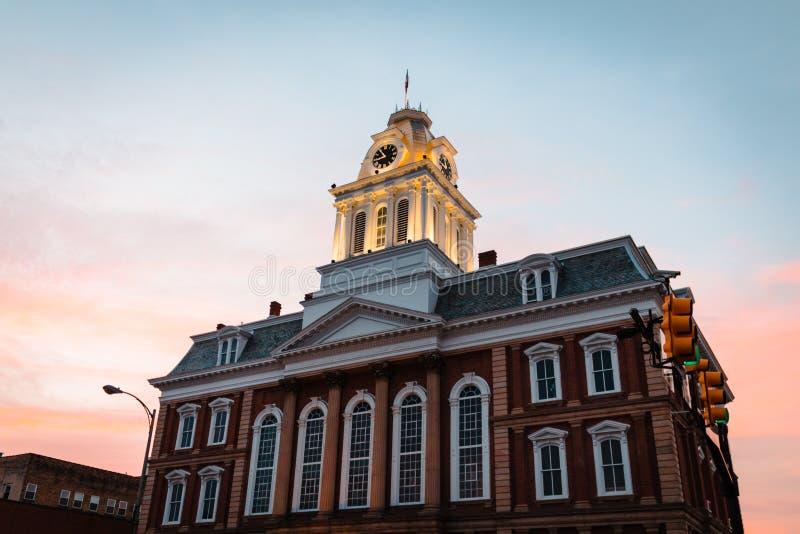 Widok stary gmach sądu w Indiana PA przy zmierzchem fotografia royalty free