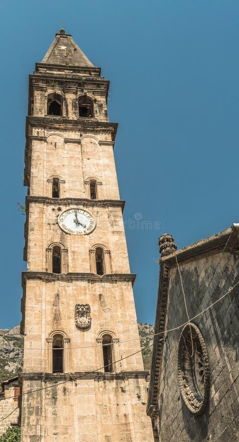 Widok stary kościół w Śródziemnomorskim mieście w Montenegro Perast w Kotor zatoce Włoski Wenecki styl architektura i obrazy royalty free