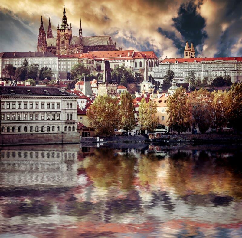 Widok stary miasteczko i Praga kasztel obraz stock