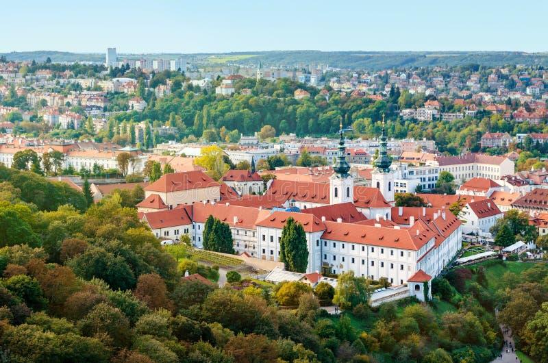 Widok Strahov monaster w Praga, czech Republika czerwony dachy zdjęcia royalty free