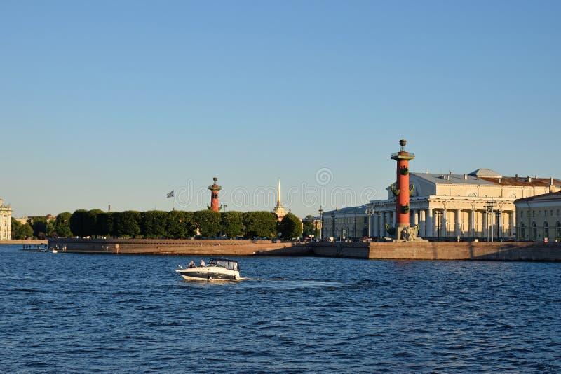 Widok strzała z Dziobowymi kolumnami i Morskim muzeum i zdjęcia stock