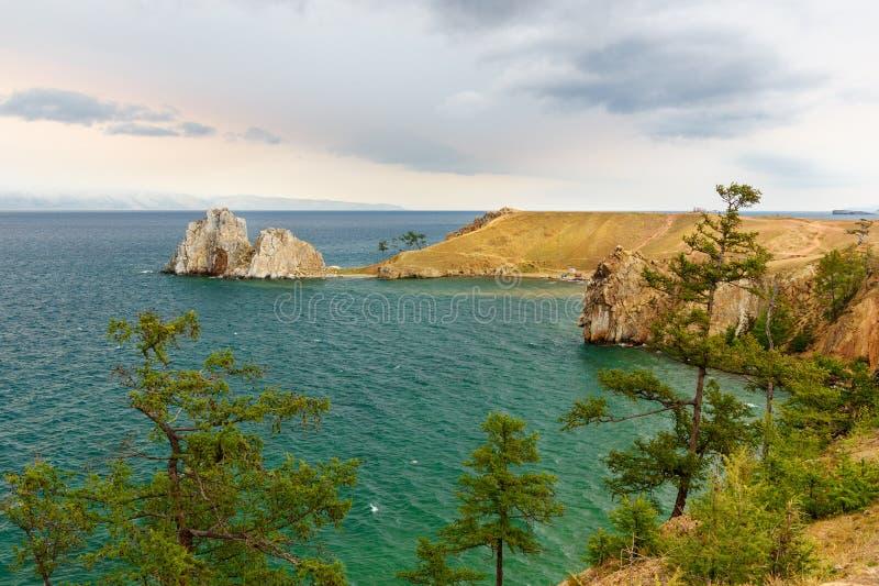 Download Widok Szaman Skała Baikal Jeziora Baikal Jezioro Olkhon Rosji Wyspy Rosja Obraz Stock - Obraz złożonej z krajobraz, piękno: 106909679