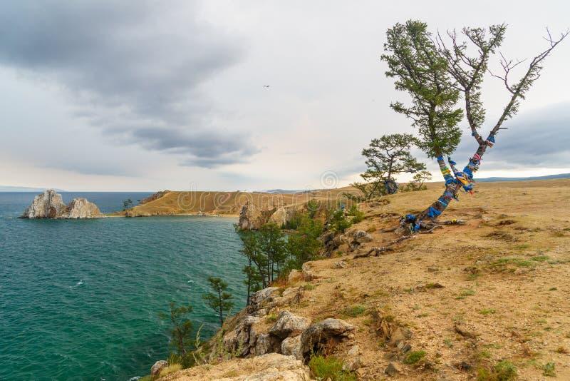 Download Widok Szaman Skała Baikal Jeziora Baikal Jezioro Olkhon Rosji Wyspy Rosja Zdjęcie Stock - Obraz złożonej z odbicie, jezioro: 106910058