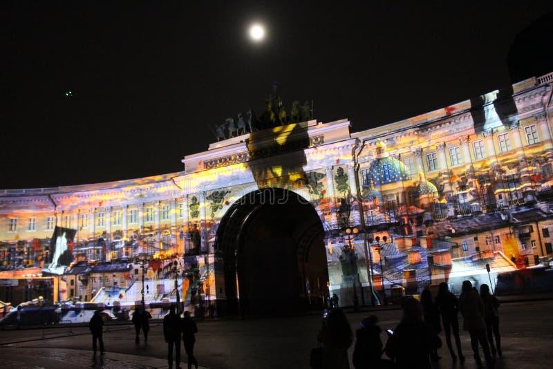 Widok sztaba generalnego łuk podczas świętowania miasto wakacyjny festiwal światło zdjęcie stock