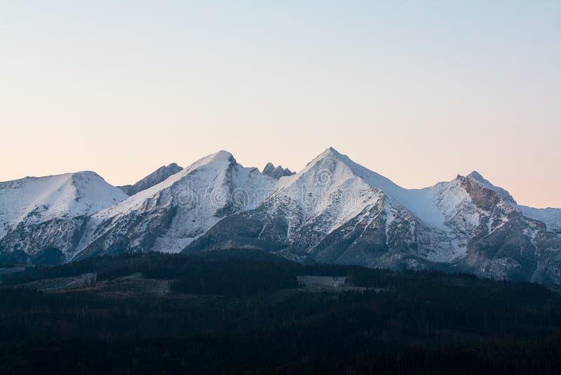 Widok Tatras od wioski Å  apszanka fotografia stock