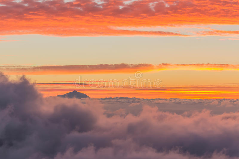 Widok Tenerife od Granu Canaria przy zmierzchem obrazy stock