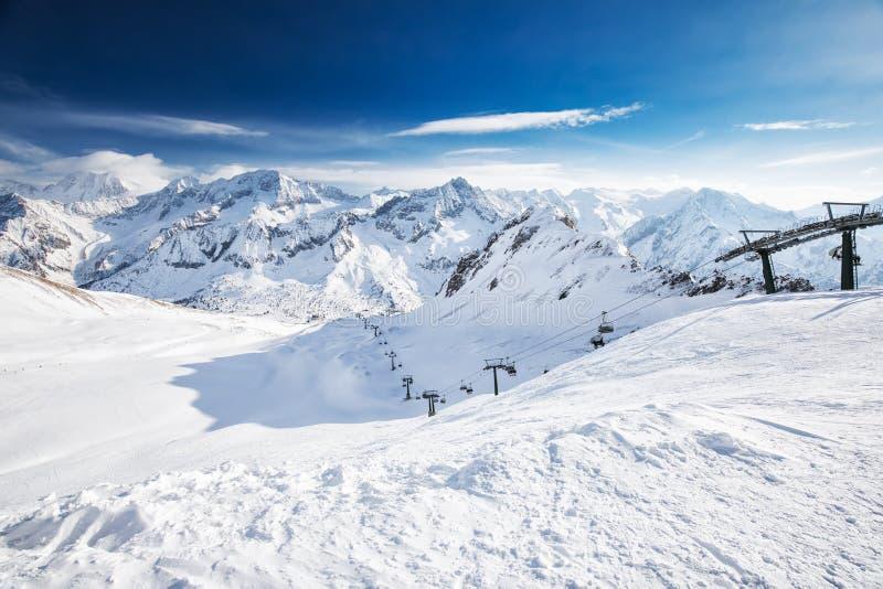 Widok Tonale ośrodek narciarski z Rhaetian Alps, Tonale przepustka, Włochy, Europa obrazy royalty free