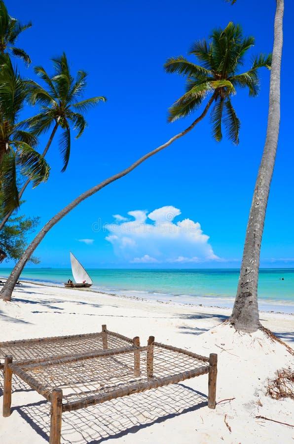 Widok tropikalna plaża w Zanzibar obrazy stock