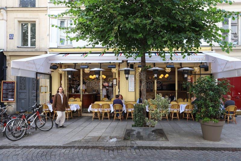 Widok typowy paryżanin Paris cukierniany Le Petit Marcel w kwartalnym Marais obrazy royalty free