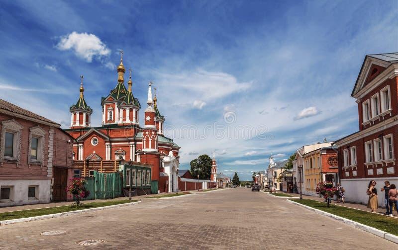 Widok ulica w dziejowym centrum Kolomna, Lazhechnikova ulica przypuszczenia katedralna dmitrov Kremlin Moscow pocztówkowa regionu zdjęcia stock