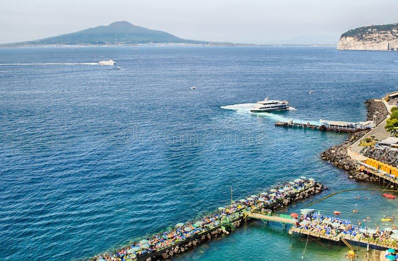 Widok Vesuvius w zatoce Naples, Włochy zdjęcia royalty free