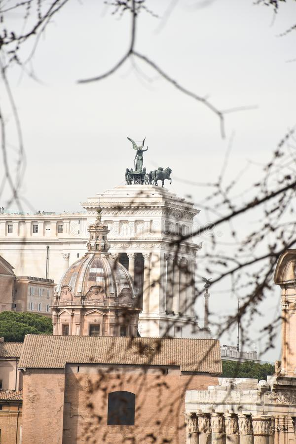Widok Vittoriano od Romańskiego forum obraz stock