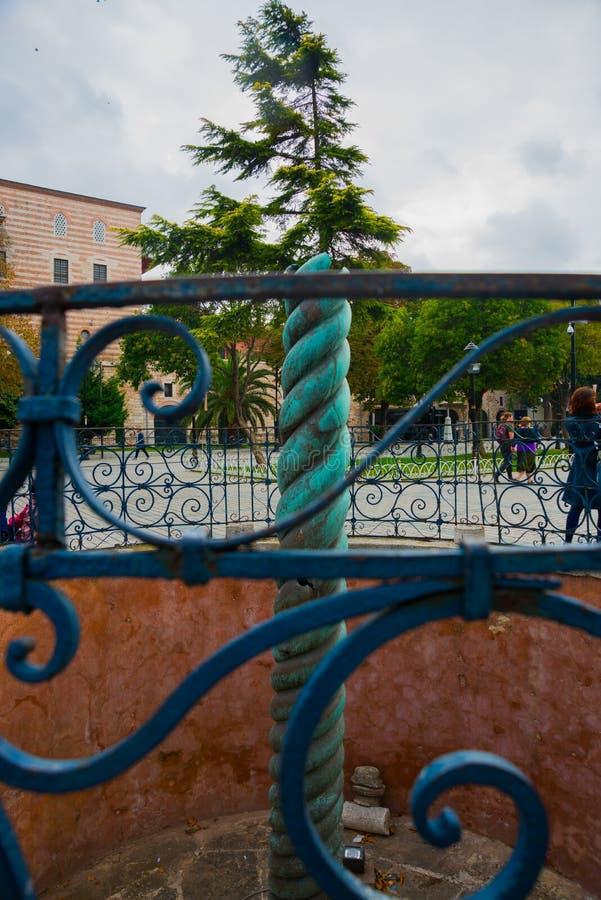 Widok wąż kolumna, Trójgłowy wąż lub serpentyny kolumna w antycznym hipodromu blisko Sultanahmet, Istanbuł, Turcja zdjęcie stock