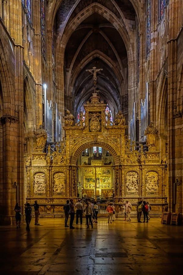 Widok wśrodku Leon katedry zdjęcie stock