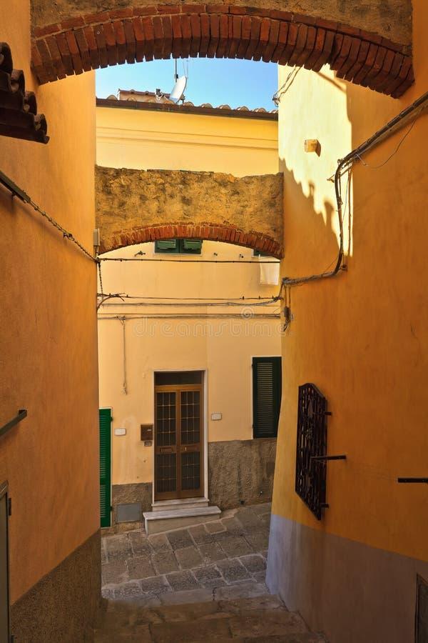 Widok w Capoliveri, Elba wyspie - obrazy stock