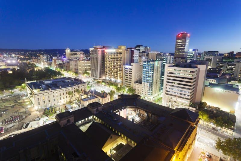 Widok w centrum Adelaide przy nocą obraz stock