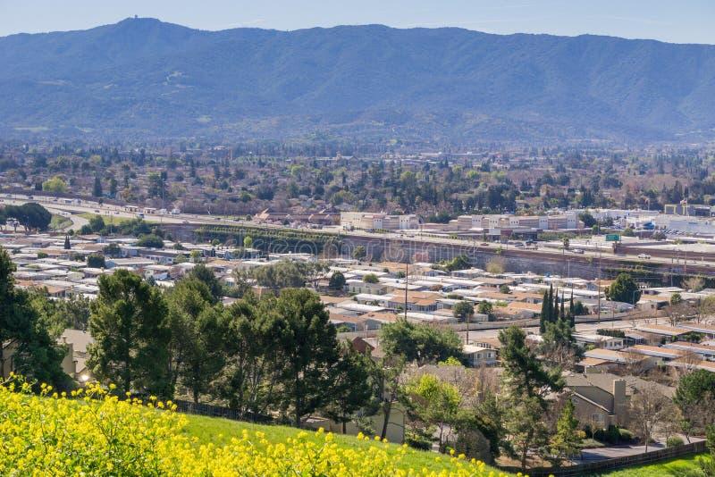 Widok w kierunku Guadalupe autostrady i Almaden doliny od Teletechnicznego wzgórza, San Jose, Kalifornia obraz royalty free