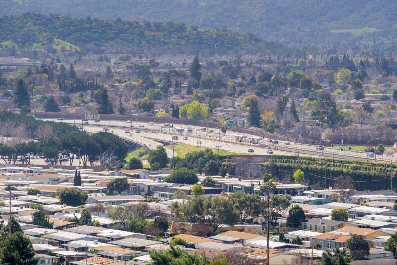 Widok w kierunku Guadalupe autostrady od Teletechnicznego wzgórza, San Jose, Kalifornia zdjęcia stock