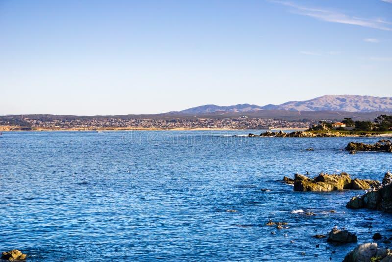 Widok w kierunku Monterey zatoki od kochanka punktu, Pacyficzny gaj, Kalifornia zdjęcie royalty free