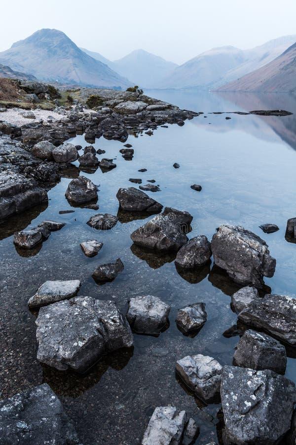 Widok Wast Woda jezioro W Angielskim Jeziornym okręgu fotografia royalty free