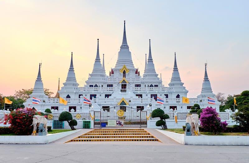 Widok Wat Asokaram, Asokaram świątynia w Bangkok, Samut Prakan przy zmierzchem, obraz stock
