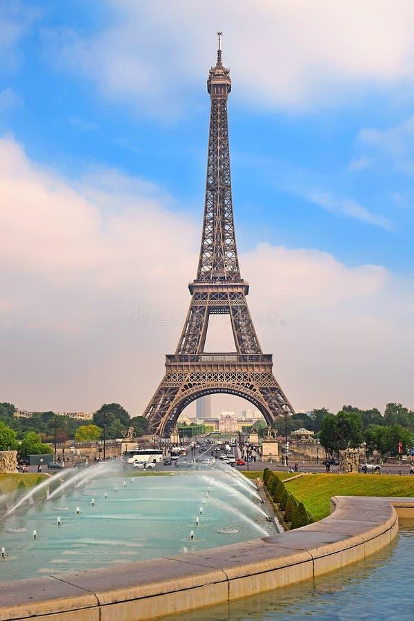 Widok wieża eifla od Trocadero uprawia ogródek, Paryż zdjęcie royalty free