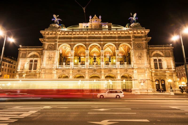Widok Wiedeń stanu opera nocą zdjęcie royalty free