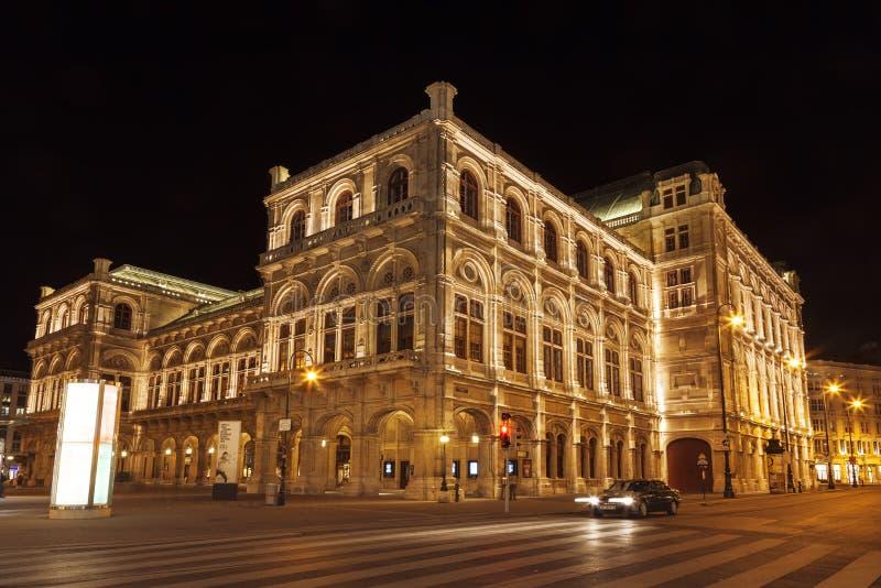 Widok Wiedeń stanu opera przy nocą (Staatsoper) zdjęcie royalty free