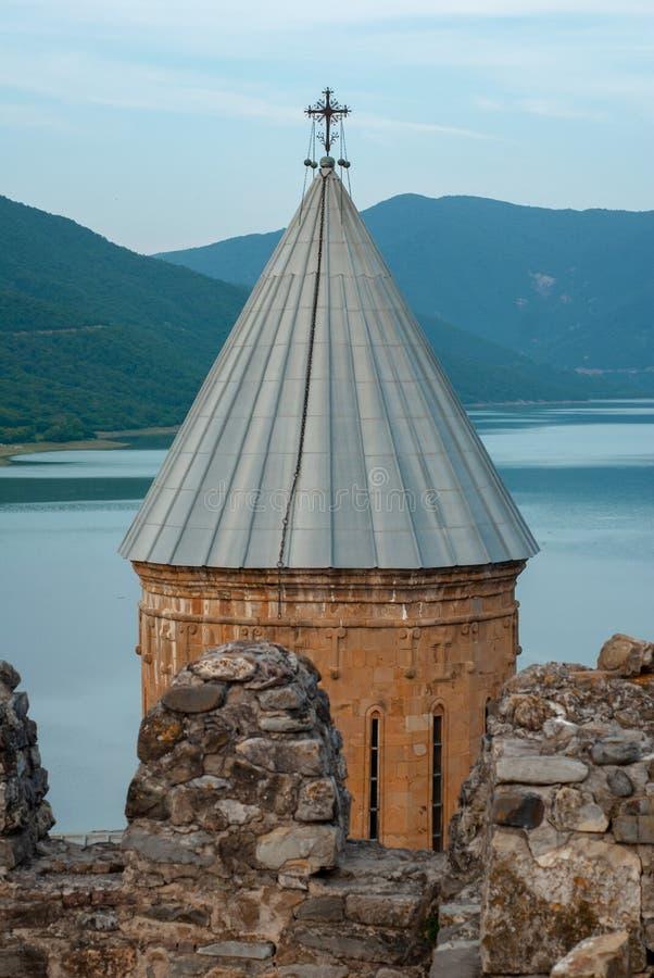 Widok wierza od strony forteczna ściana Antyczny brickwork w górę Ananuri zdjęcia royalty free