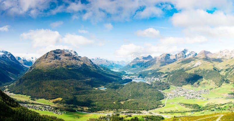 Widok wierzchołek Piz da Staz i jeziora w terenie StMoritz zdjęcia royalty free