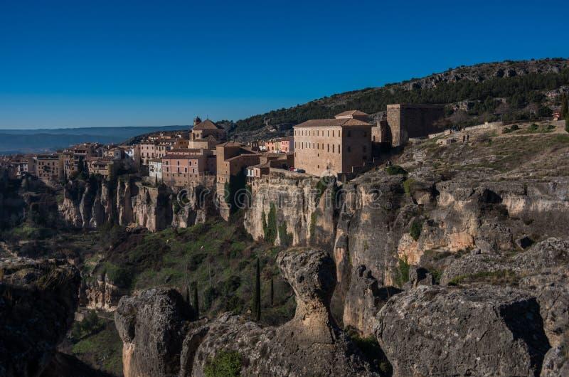 Widok wieszać mieści ` casas colgadas ` Cuenca stary miasteczko Znakomity przykład średniowieczny miasto, budujący na stromych st obrazy royalty free
