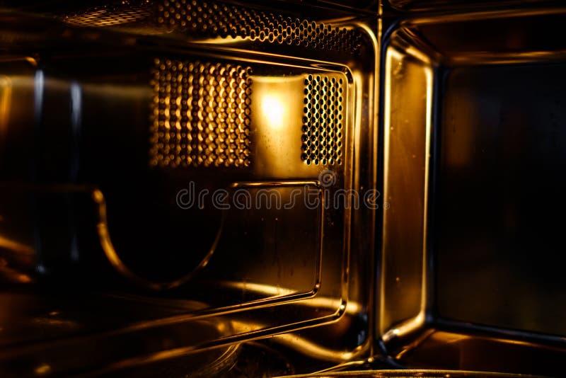 Widok wnÄ™trza kuchenki mikrofalowej fotografia stock