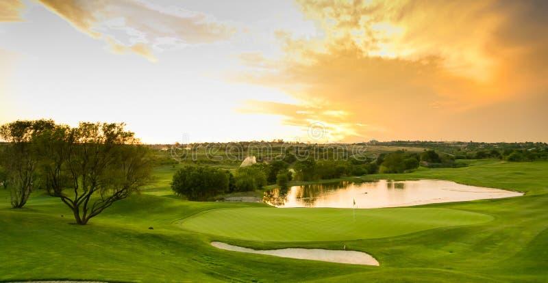 Widok wodni zagrożenia na farwateru polu golfowym obraz stock