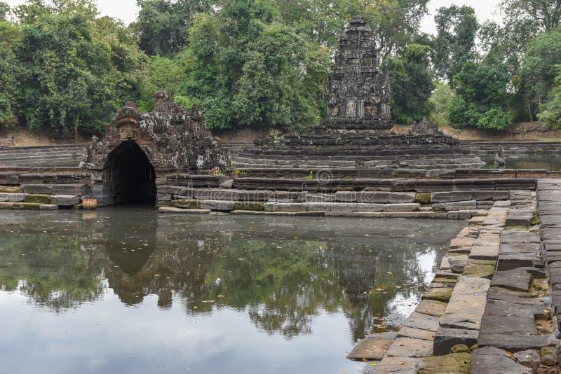 Widok wyspa świątynny Preah Neak Poan przy Angkor zdjęcia stock