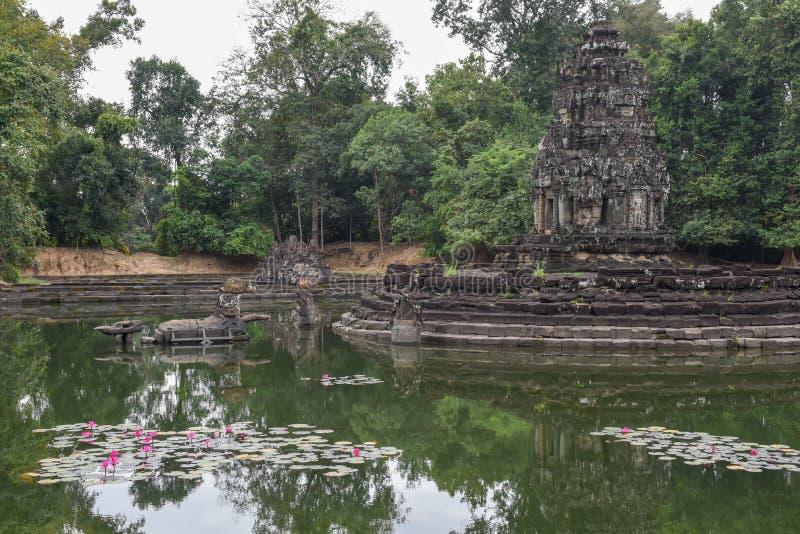 Widok wyspa świątynny Preah Neak Poan przy Angkor fotografia stock