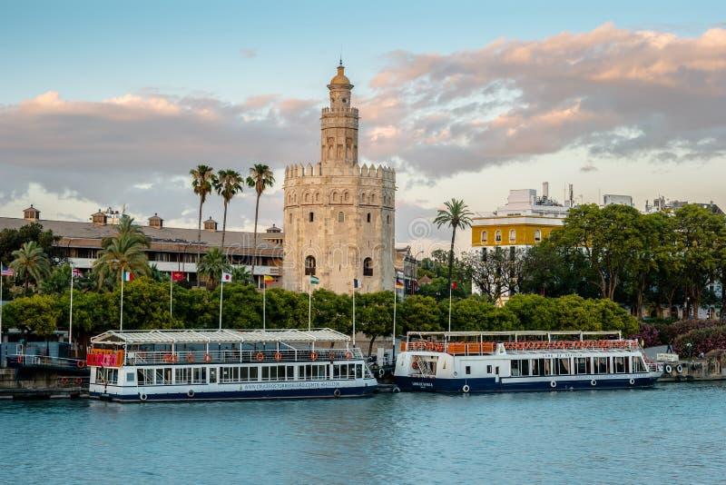 Widok Złoty wierza, Torre Del Oro Seville, Andalusia, Spai zdjęcia royalty free