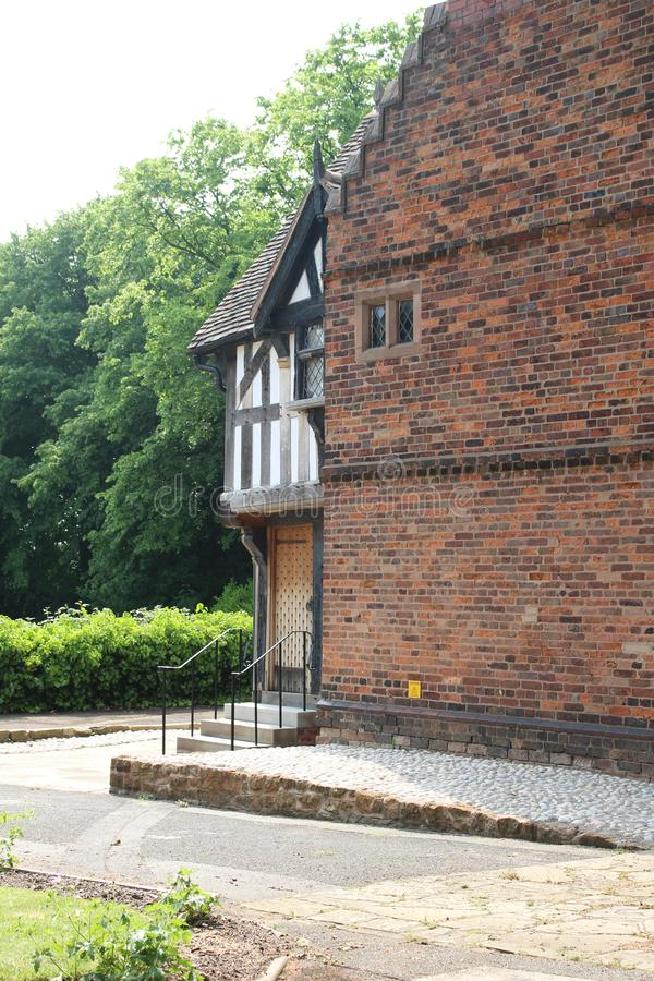 Widok z boku 16th c Tudor House obrazy stock
