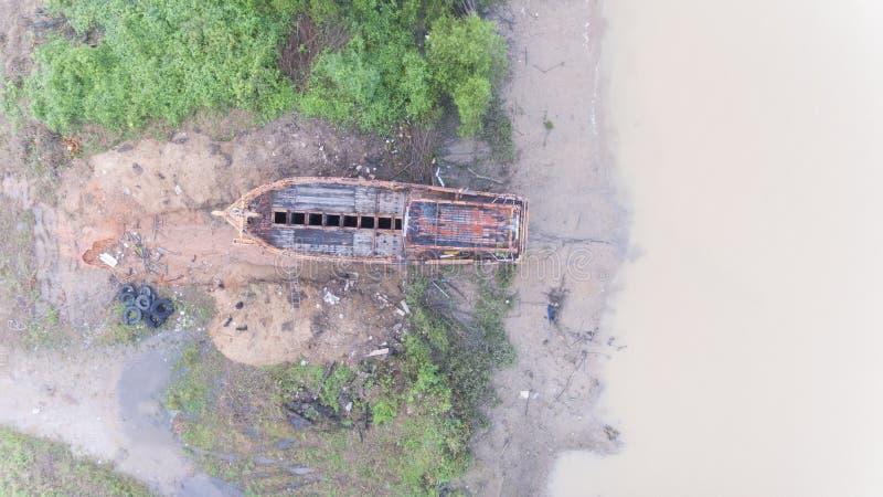 Widok z lotu ptaka łamany drewniany statek fotografia royalty free