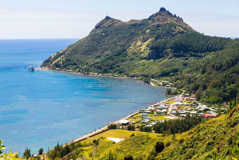 Widok z lotu ptaka Ahurei wioska, rozładowywa statek w porcie, Rapa fotografia royalty free