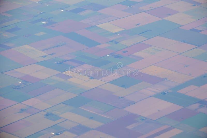 Widok z lotu ptaka amerykańska wieś, ziemia uprawna od samolotu z zielonymi rolnictw polami fotografia royalty free