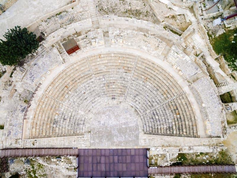 Widok z lotu ptaka antyczny theatre Kourion zdjęcie stock