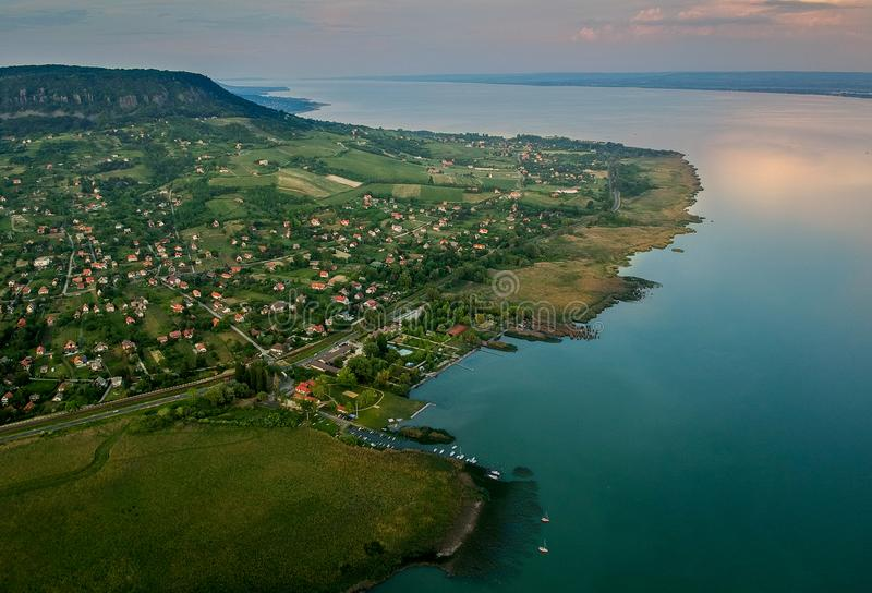 Widok z lotu ptaka Badacsony wzgórze przy jeziornym Balaton, Węgry obrazy stock