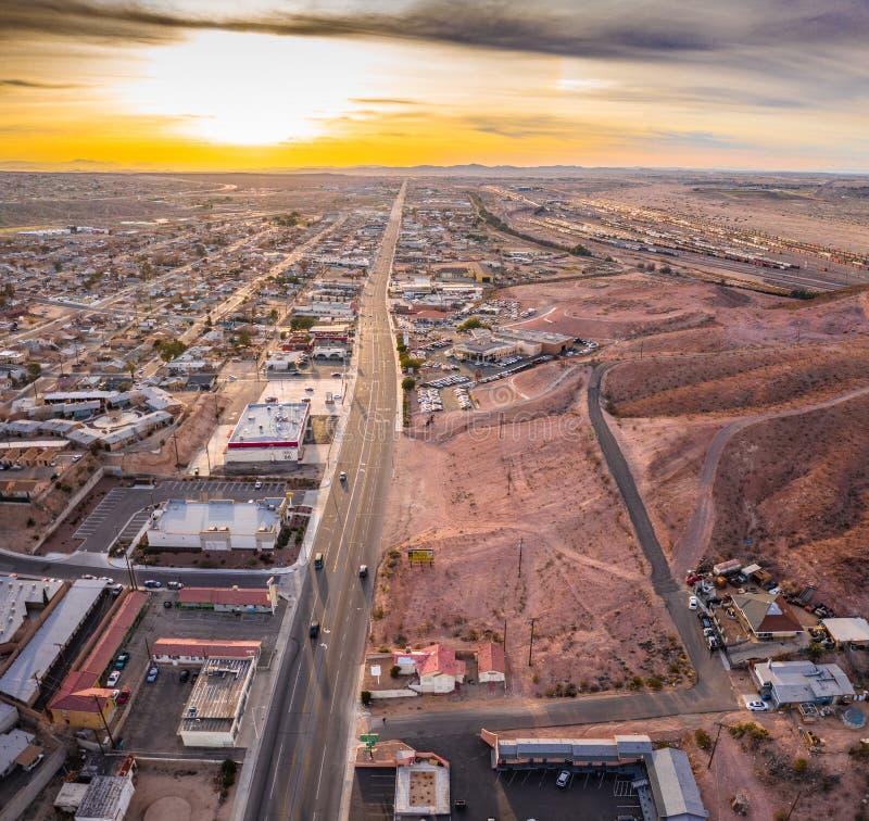 Widok z lotu ptaka Barstow społeczność mieszkaniowy miasto domy i handlowej własności społeczności Mojave pustynia Kalifornia fotografia royalty free