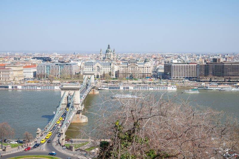 Widok z lotu ptaka Budapest od Budy wzgórza z Danube rzeką, Szechenyi łańcuszkowym mostem i Szent Istvan bazyliką, zdjęcia stock