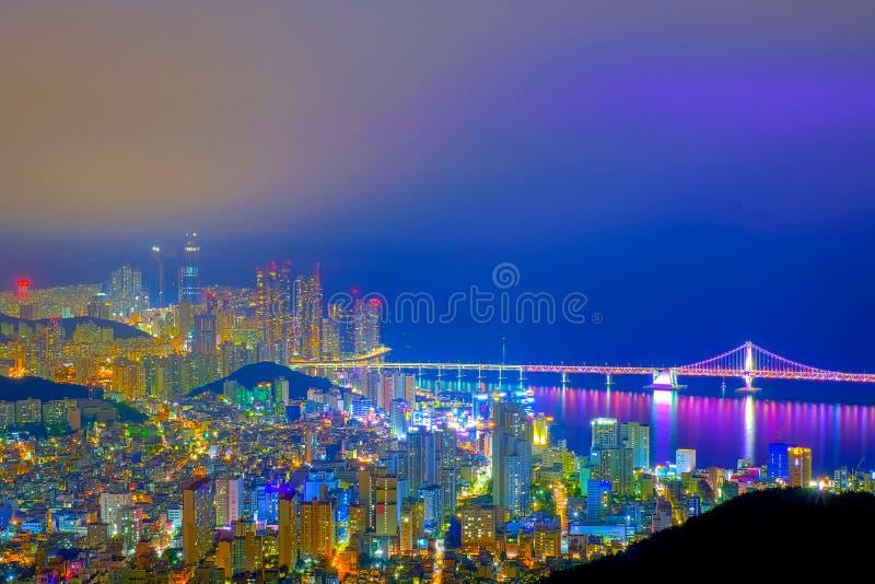 Widok z lotu ptaka Busan miasto z Gwangan mostem przy nighttime, Sout zdjęcie royalty free